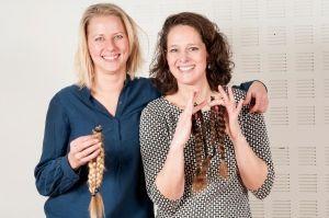 Heleen Klein (rechts) Haardonatie 2017 Stichting Optimale Ondersteuning bij kanker